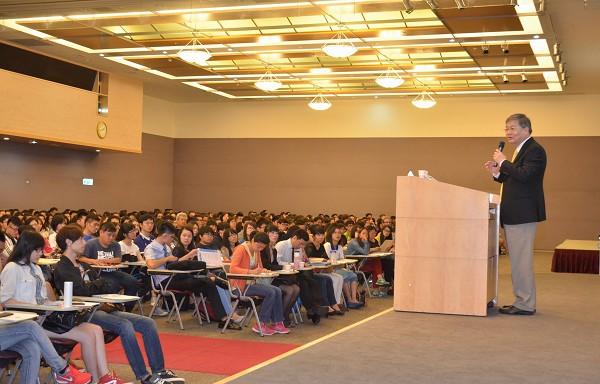南山人壽副董事長杜英宗親上火線徵才 與新鮮人分享選職心法 領先業界 推出「保費速算通」APP